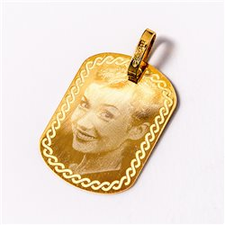Colgante de oro grabado con foto