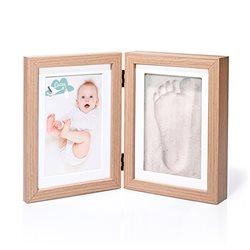 Marco de madera con foto y huella de bebé